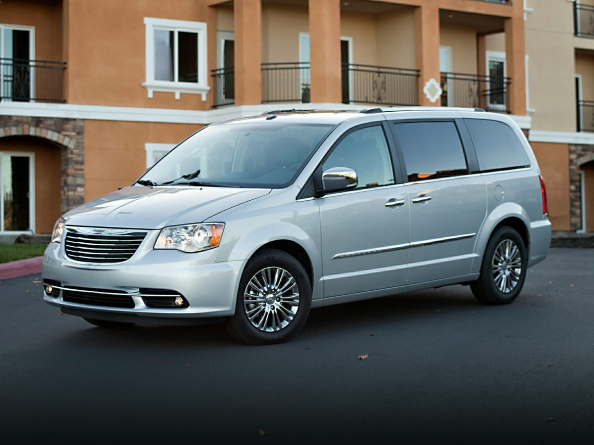 photo minivan and reviews s chrysler refreshed town original review country news van driver car